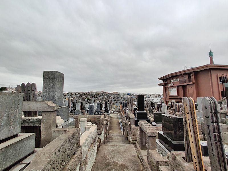 秋峰霊園 広大な墓域