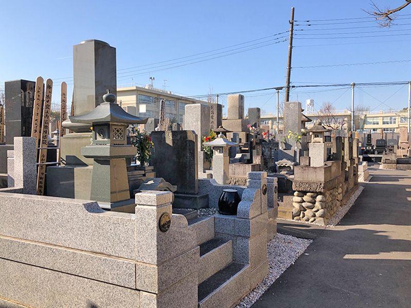 平等山 法田寺墓苑 日の当たる墓域