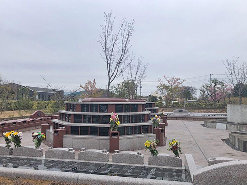 八千代悠久の郷霊園 永代供養墓 お花が供えられた「さくら墓苑」