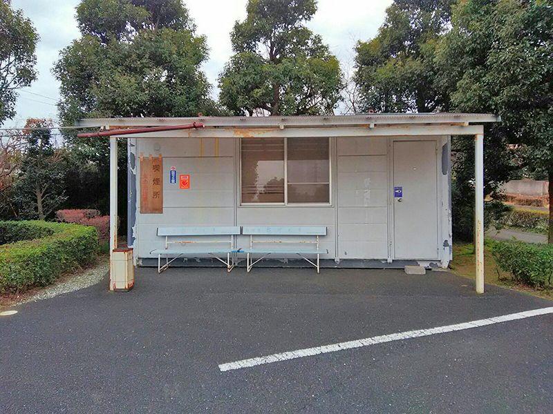 湘南泉霊園 屋根付き喫煙所完備