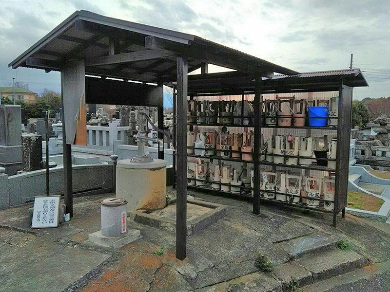 湘南泉霊園 参拝道具の完備された水汲み場