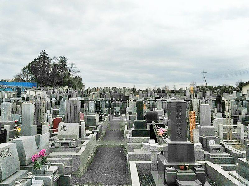 湘南泉霊園 解放間のある墓域