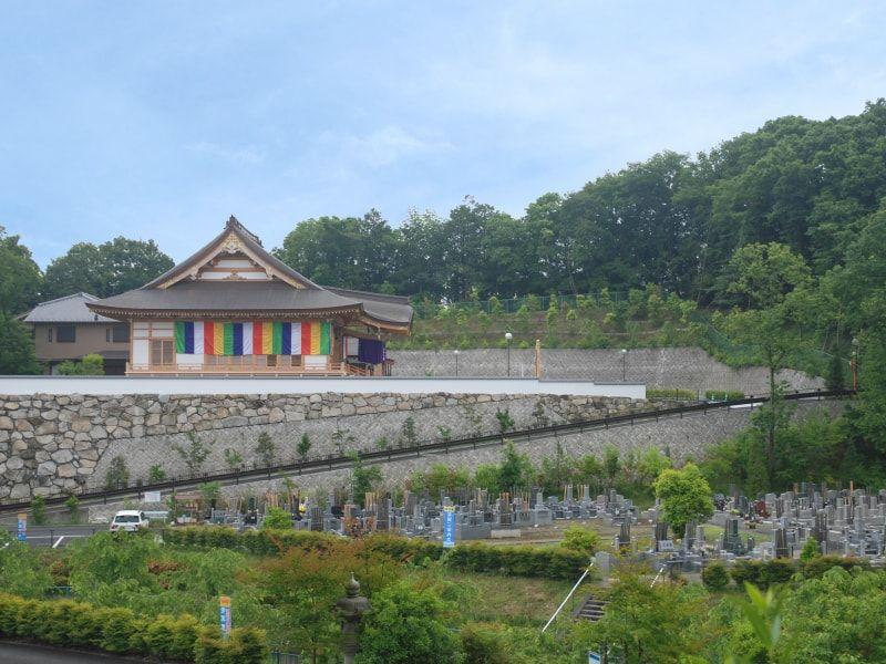 青葉霊苑 豊かな自然に囲まれた霊園全景①