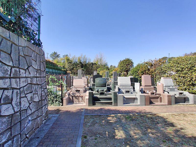 横浜セントヒル霊園 デザイン性のある墓石