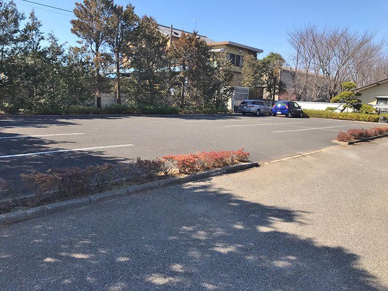 八千代島田台霊園 広々とした駐車場