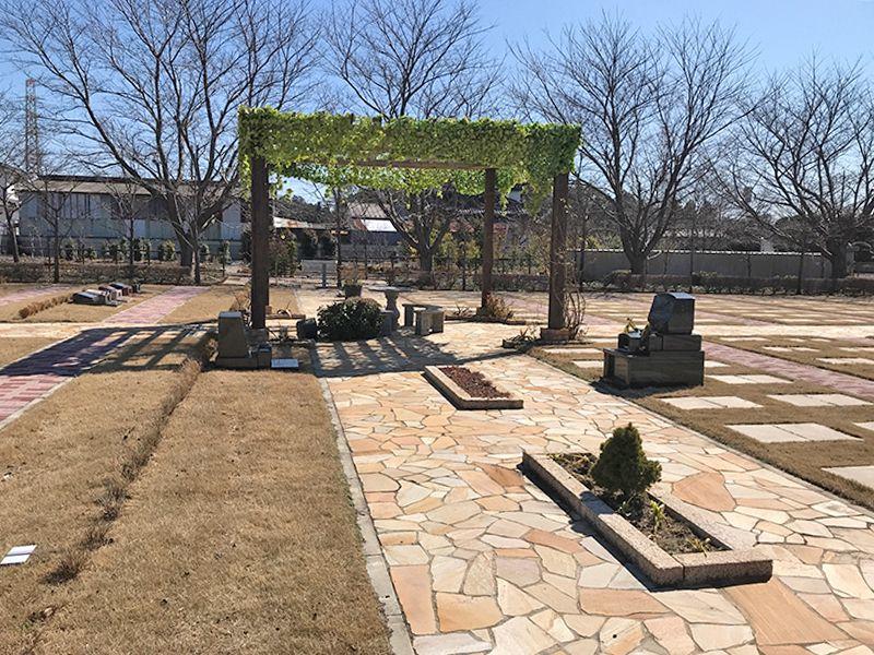 八千代島田台霊園 芝生や植栽に包まれた墓域