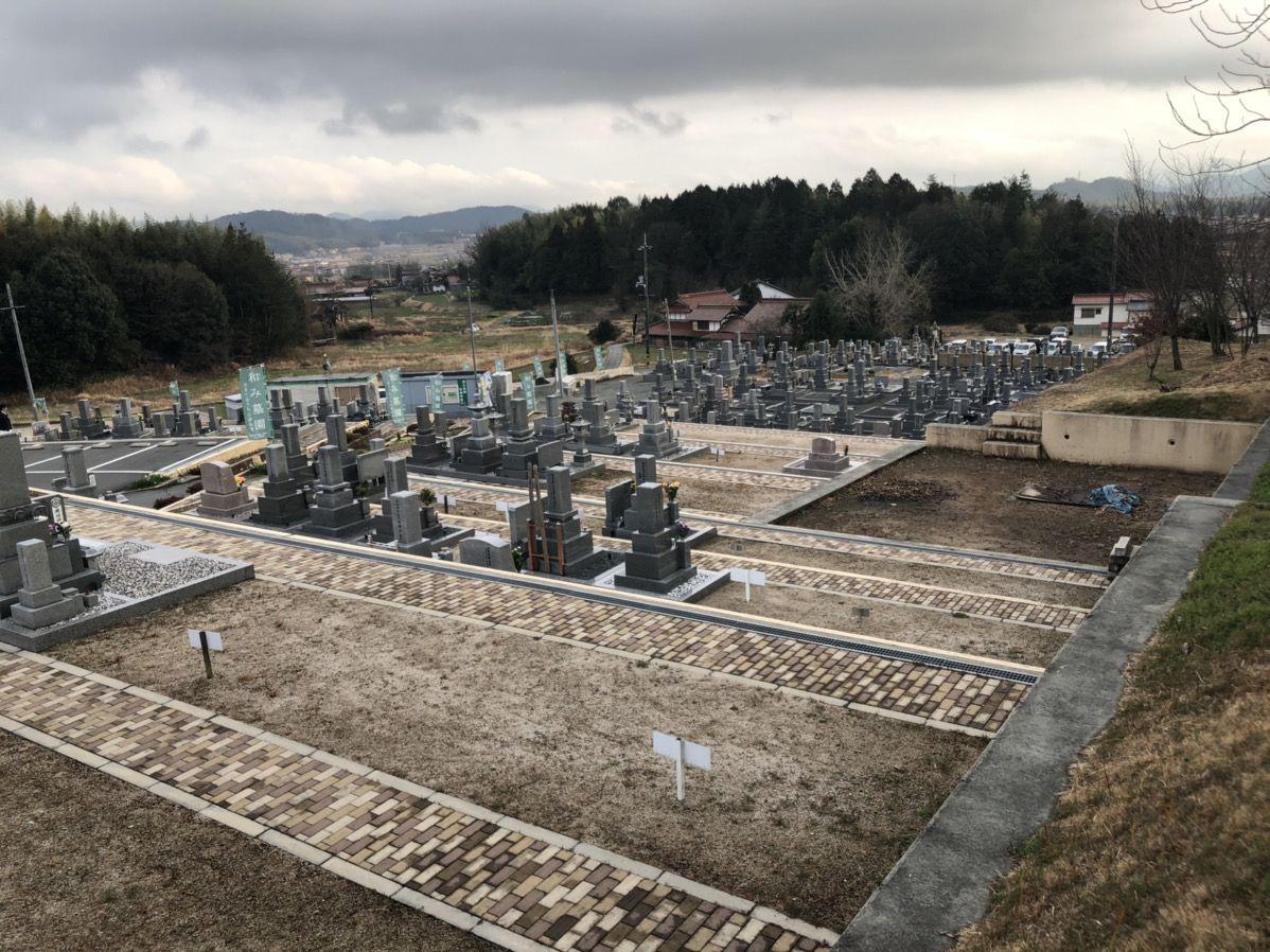 和み墓園の広々とした墓域