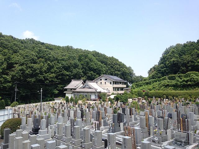 城山霊園 緑豊かで日当たりの良い霊園風景②