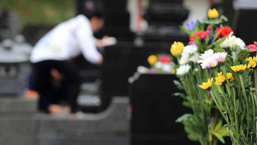 お墓への納骨は四十九日に行うのが「常識」?最適な時期や方法を紹介!