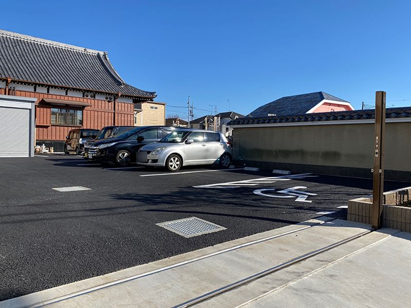 足立メモリアルガーデン 車イス用の駐車場も完備