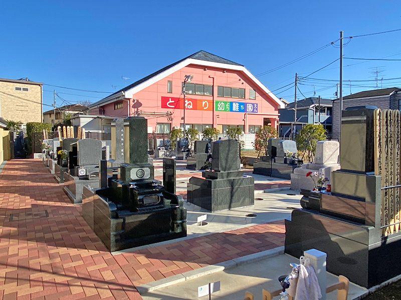 足立メモリアルガーデン 様々な形の墓石