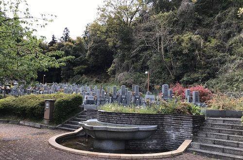 メモリアルパーク堅田の墓所と階段