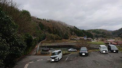 中屋谷第2墓園の駐車場と周辺