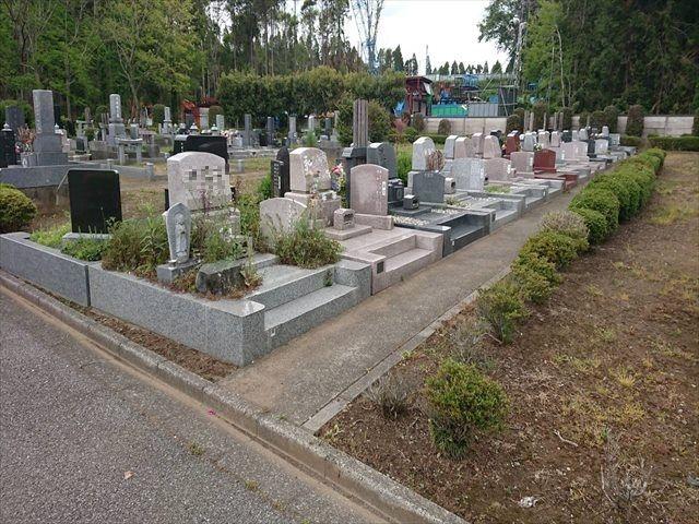 中野霊園 昨今人気の洋型墓石が建立