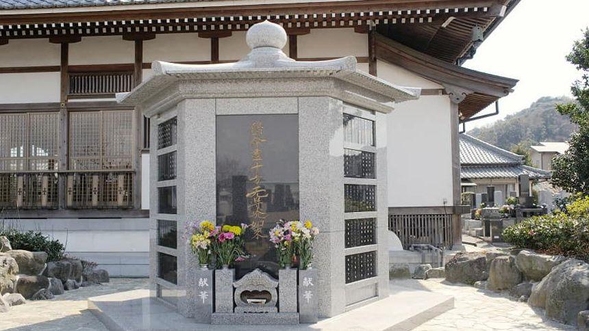 屋外にある永代供養墓