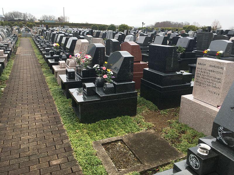 南大沢バードヒルズ 舗装されて歩きやすい墓域