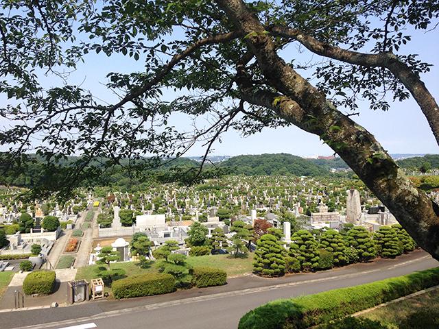 東京霊園 土日祝日、春秋の彼岸、お盆には園内巡回車が運行する園内