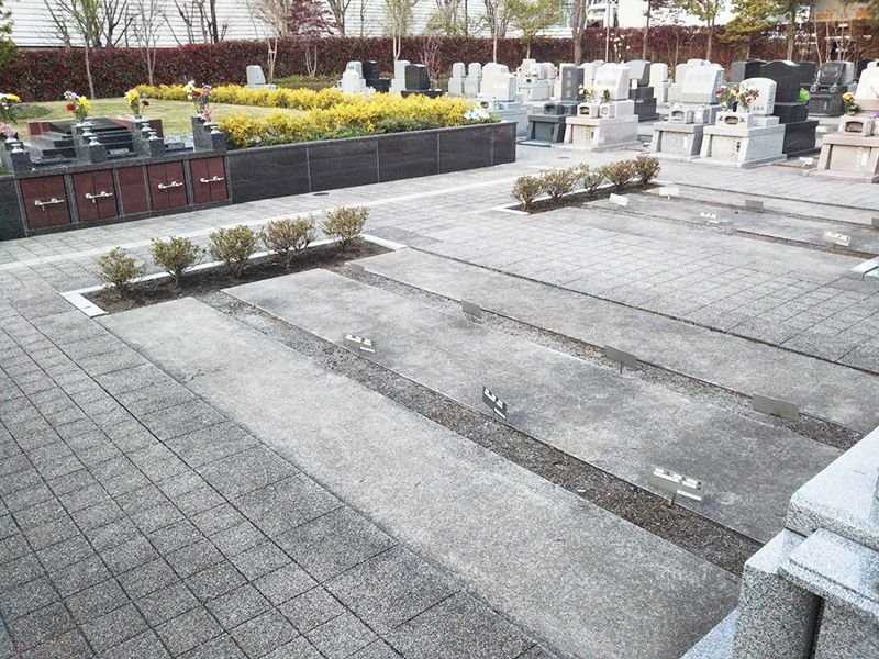 川口光輪メモリアル 永代供養墓「光」 園内墓域一角