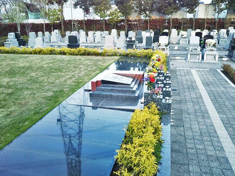 川口光輪メモリアル 永代供養墓「光」 園内の様々な墓地の様子