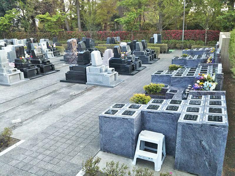 川口光輪メモリアル 永代供養墓「光」 和型・洋型の墓石が建立