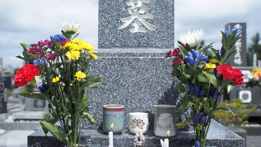 お墓参りの花を選ぶポイント!種類やタブーを知りお供えをしよう