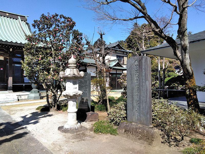 川口草加霊園 はじまりの杜 石塔と記念碑