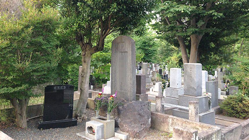 納骨とは遺骨をお墓に納めること~納骨の流れや時期を解説~