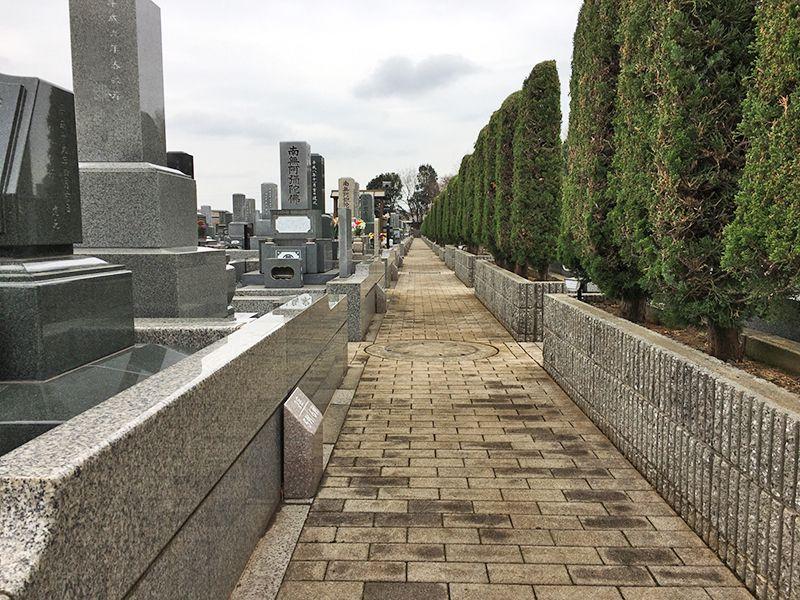 昌平寺 第三武蔵野墓苑 まっすぐな煉瓦敷きの参道