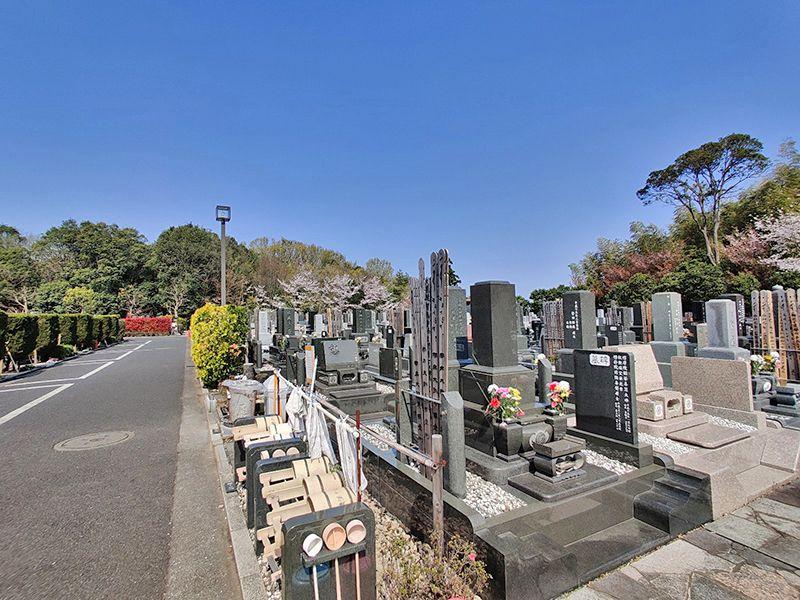 横浜聖地霊園 墓域のすぐにある駐車場