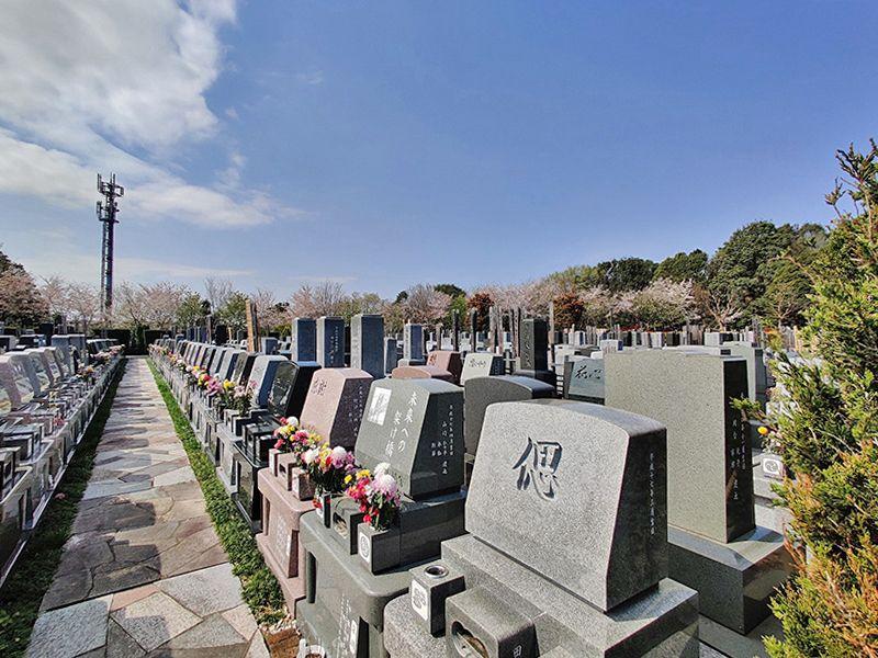 横浜聖地霊園 さえぎる建物がない開放的な墓域