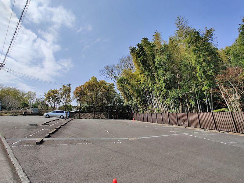 横浜聖地霊園 広く平坦な駐車場