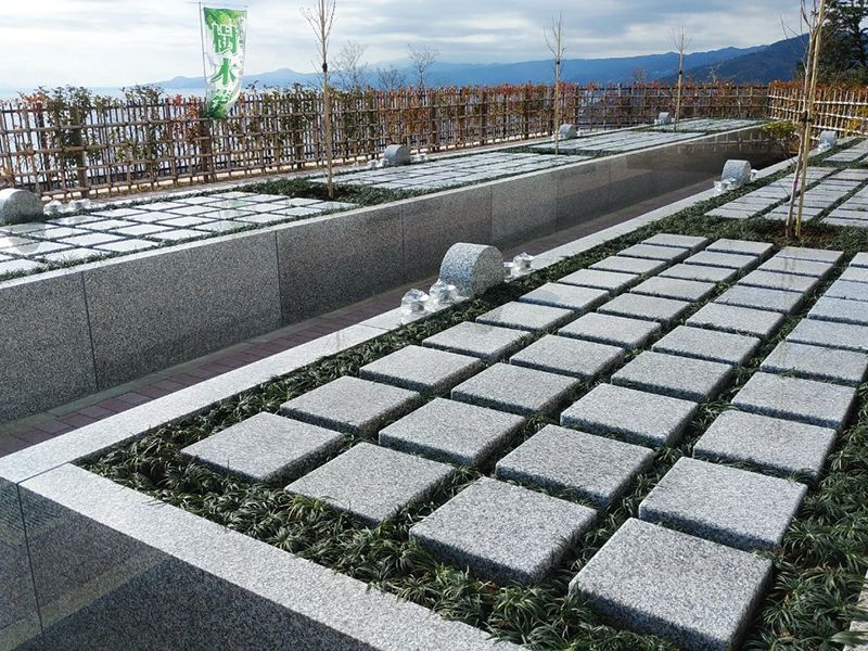 空と海 新・吉祥公園墓地 植栽に囲まれた「ペアーライフ」