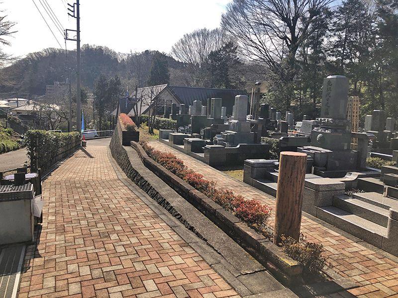 八王子の杜公園墓地 緩やかなスロープの参道