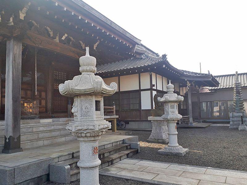 多摩の郷 お寺の外観