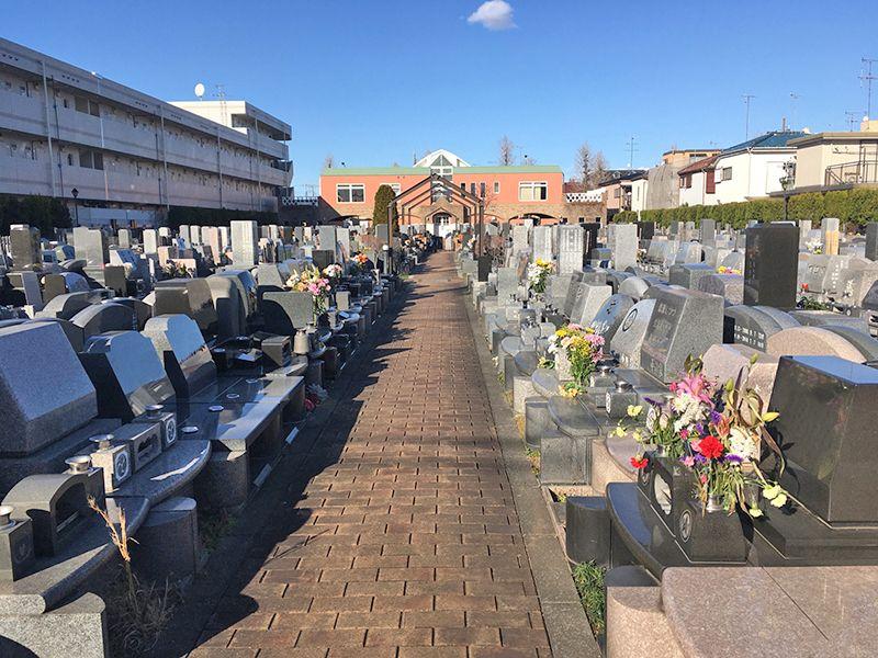 メモリアルガーデン調布 永代供養墓「悠久の丘」 煉瓦造りの参道