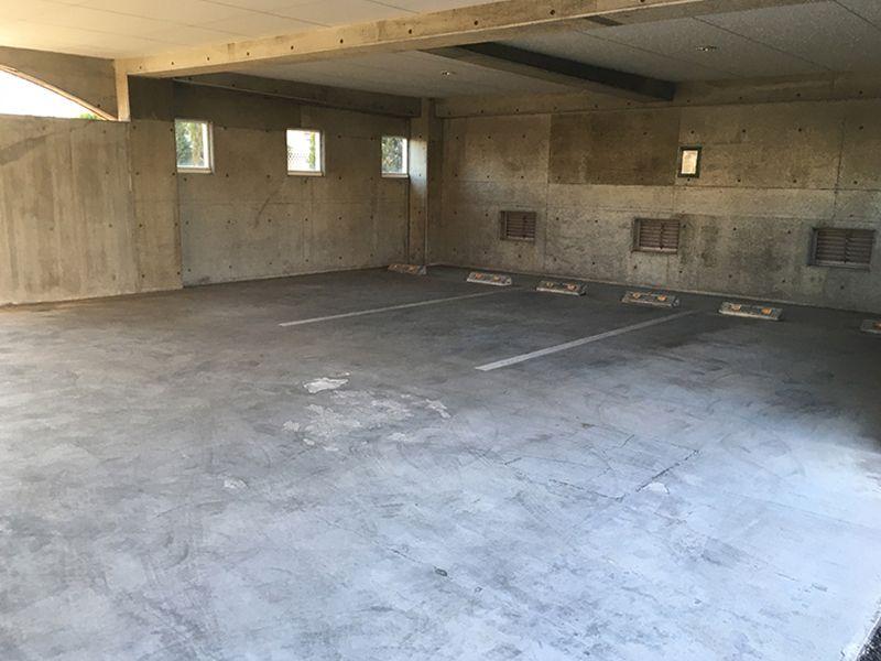 メモリアルガーデン調布 永代供養墓「悠久の丘」 バリアフリー設計の駐車場