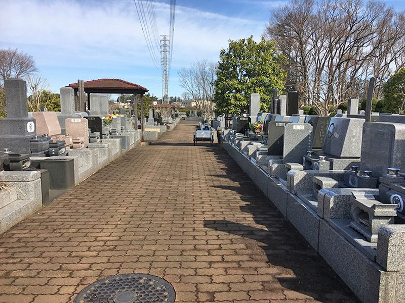 所沢欅聖地霊園 広く平坦な参道