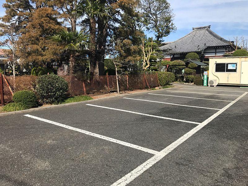 越谷樹木葬墓地 広いバリアフリーの駐車場