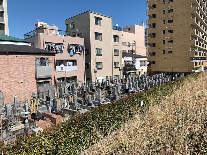 久光院(樹木葬・やすらぎ) 住宅街の一区画にある墓地