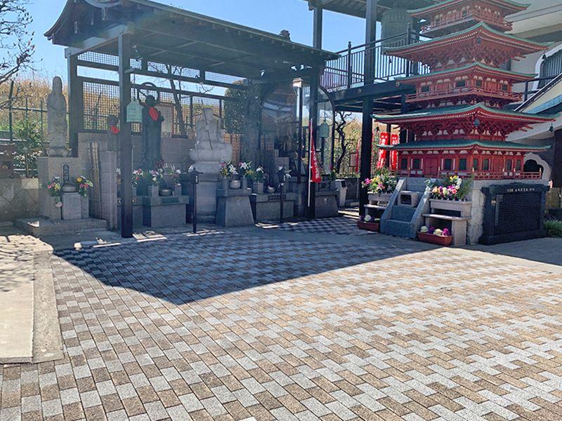 久光院(樹木葬・やすらぎ) 仏像と五重塔