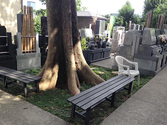 文京こひなた霊園 園内にあるベンチ