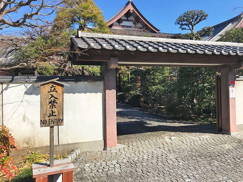 芝公園墓苑 石畳の入口