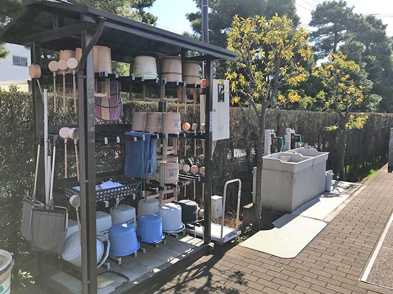 彩の都メモリアルパーク 掃除用具を完備した水場