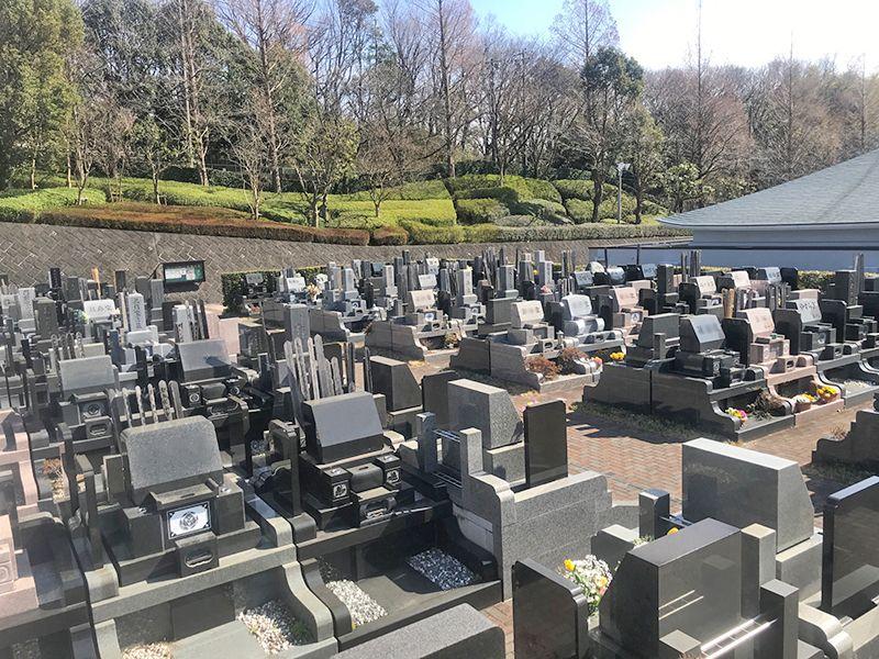 緑山霊園 合掌の杜 緑豊かな環境にある墓域