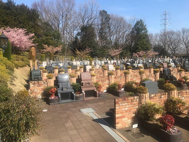 恩田の杜霊園 きれいに区画された墓域