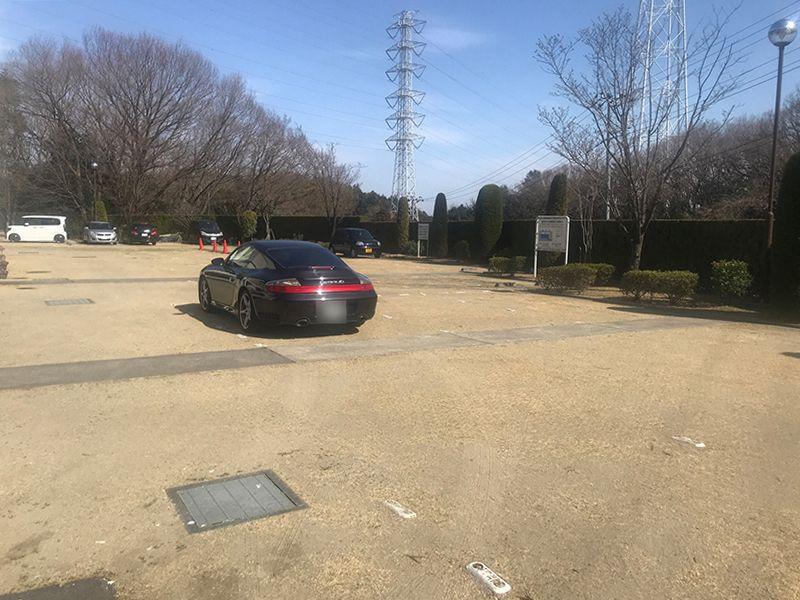 恩田の杜霊園 大型の駐車場