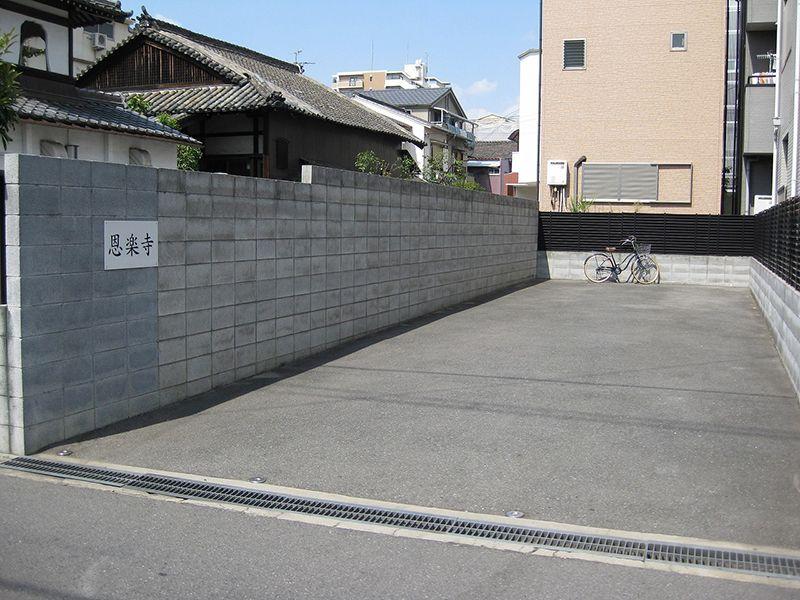 恩楽寺霊苑 駐車スペース