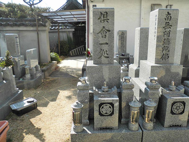 恩楽寺霊苑 日の当たる墓域