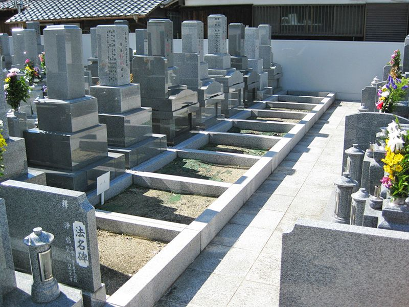 専稱寺墓所