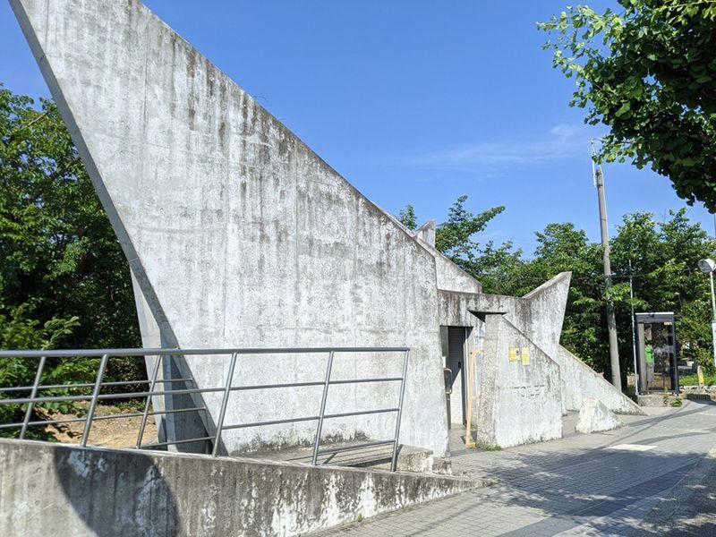 泉佐野市公園墓地 墓地内トイレ